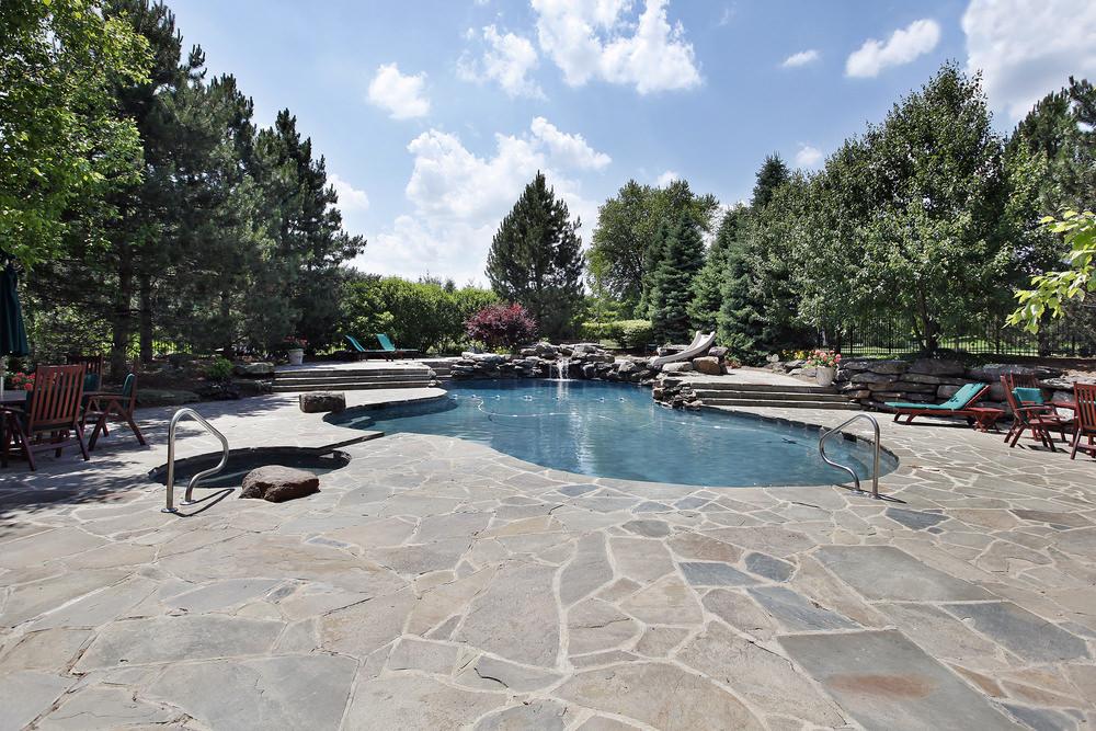 Pavimentazione piscine e bordi piscina for Pavimentazione della piscina